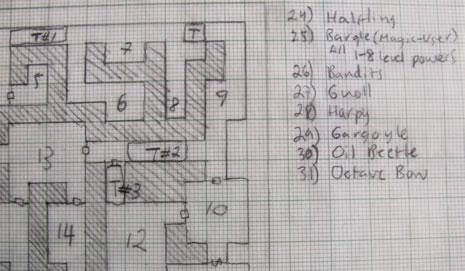 Parte de un mapa de un calabozo para una aventura que creé. Nótese como el mapa está descrito sobre una retícula acompañado de una leyenda para los elementos importantes como monstruos y trampas.